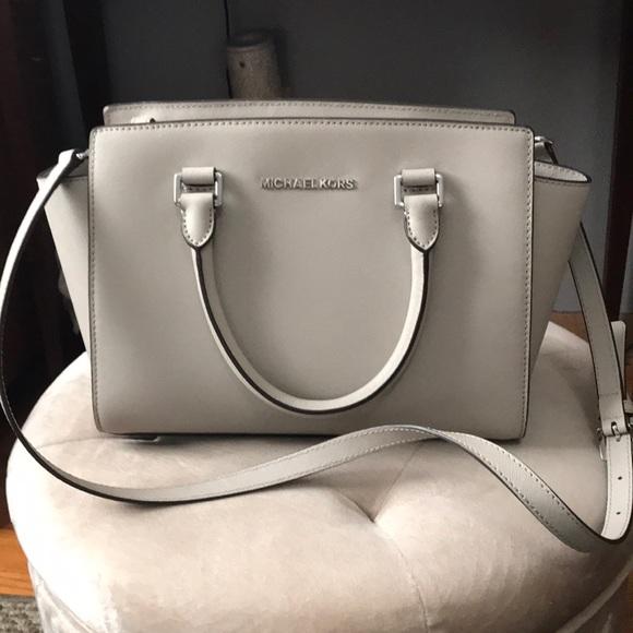 Michael Kors Handbags - NEW 🌟🌟 Michael Kors Selma crossbody bag